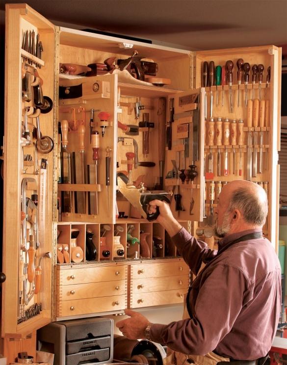 Самодельный шкаф дома