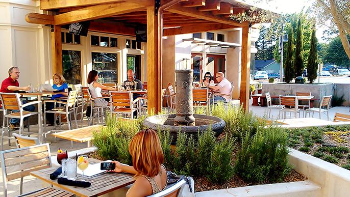 Сиденья и столы для кафе