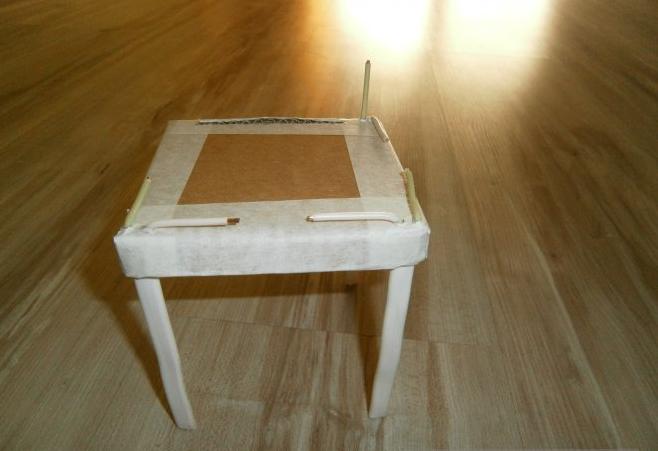 Соединяем детали стула