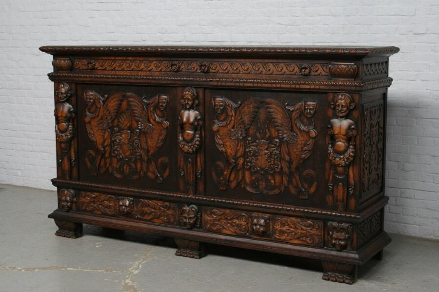 Старинная мебель изготавливалась мастерами