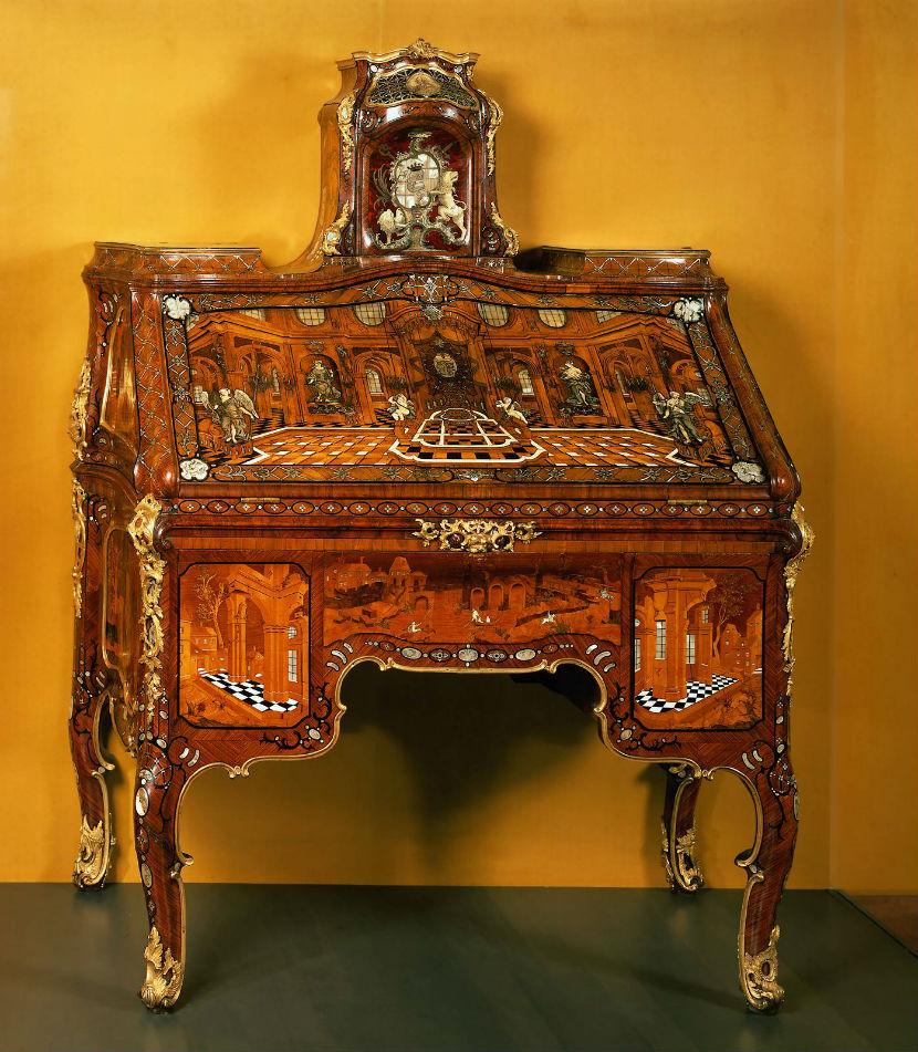 Старинная мебель с росписью