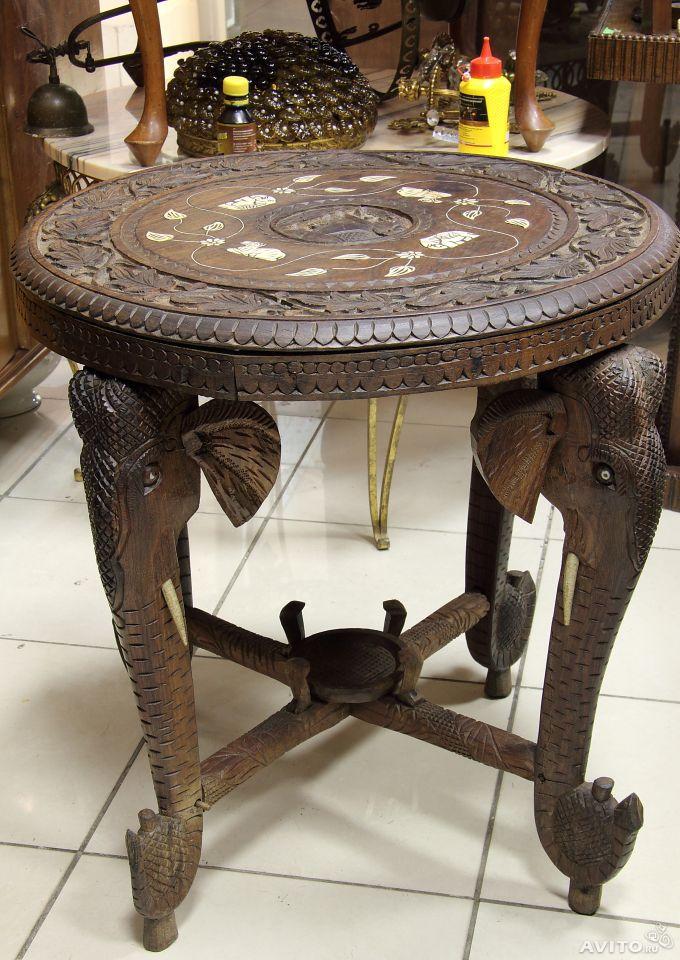 Старинный деревянный столик резной