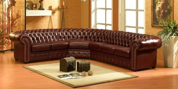 Стеганые коричневые диваны