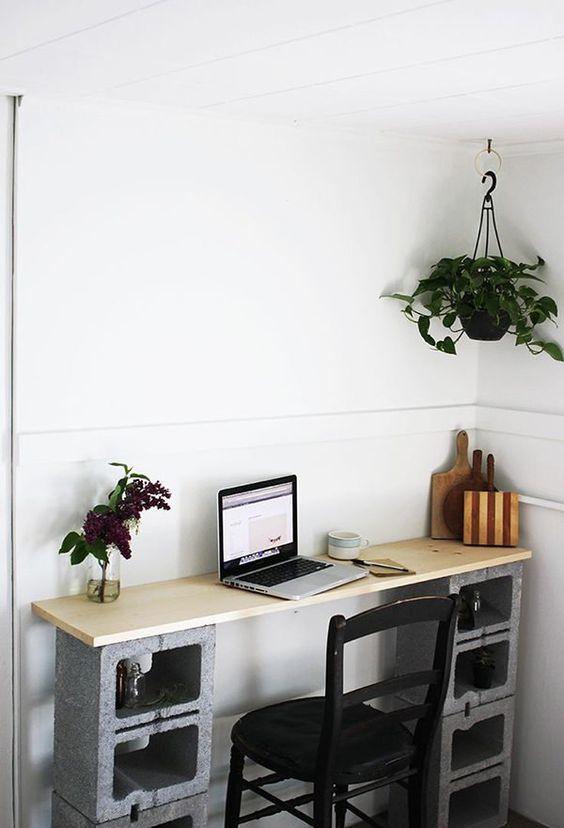 Стол для домашнего офиса в стиле лофт