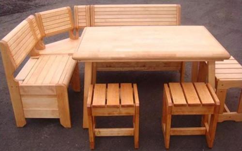 Стол и стулья для обустройства бани