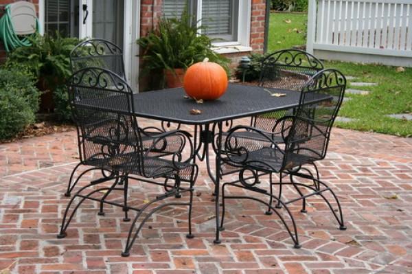 Стол и стулья для улицы