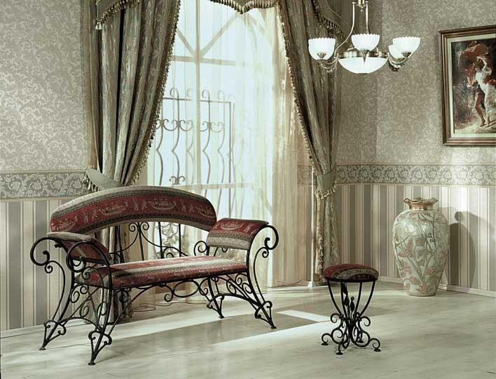 Столик и диван для прихожей