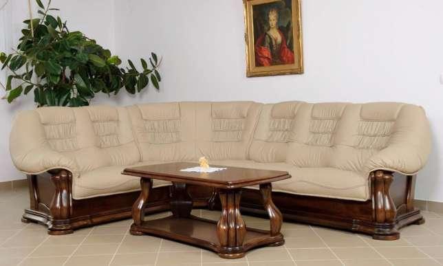 Светлый красивый диван