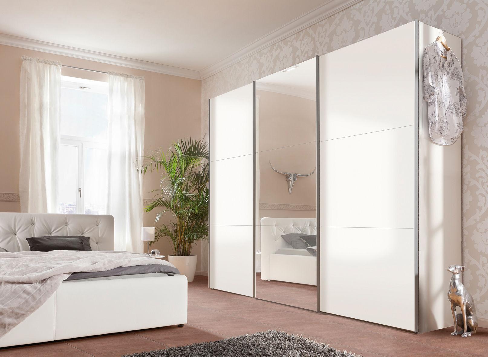 Шкаф купе белый, особенности изделий и материалы изготовлени.