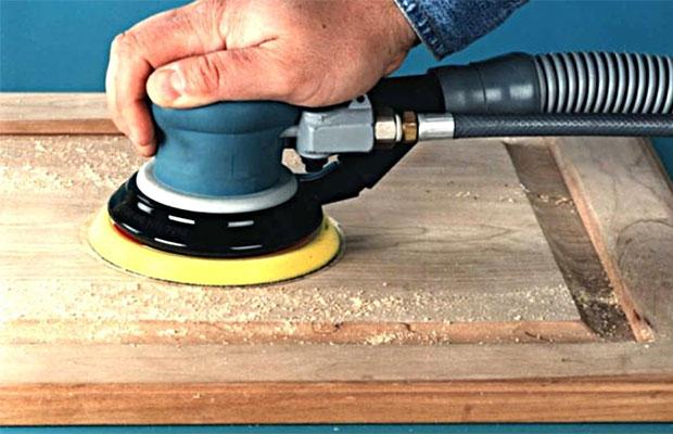 Удаляем старый клей с мебельной стенки