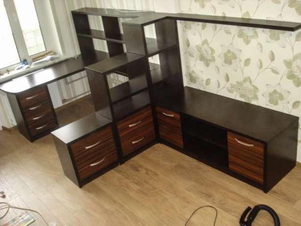 Удобные столы для спальни