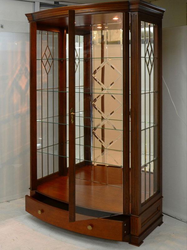 Витрины стеклянные интерьер