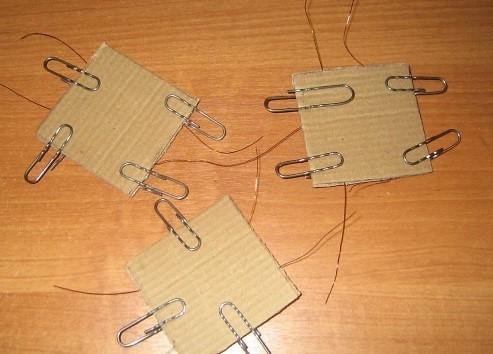 Vse-detali-serii-1-yavlyayushhiesya-polochkami-krepyatsya-identichnym-obrazom Шкаф для куклы своими руками из коробки и картона