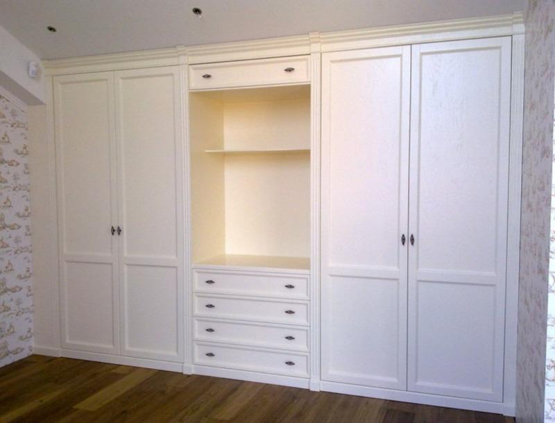 Встроенный шкаф с нишей под телевизор