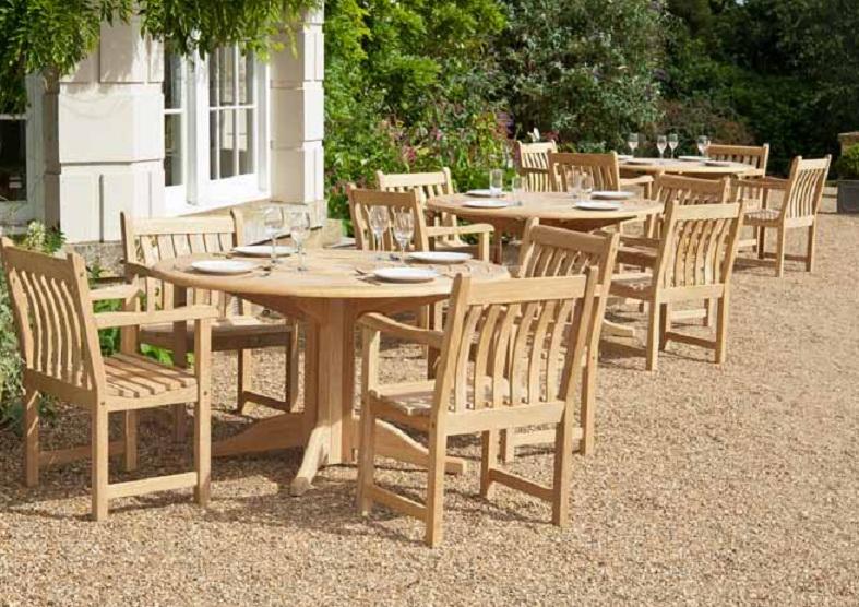 Выбираем мебель для летних уличных кафе