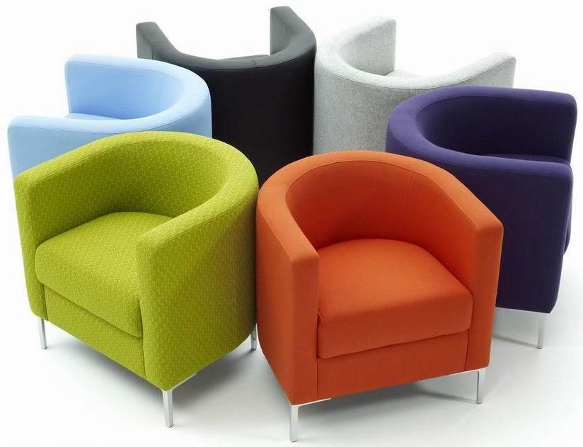 Яркие кресла для современного интерьера