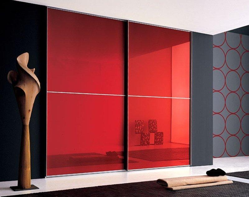 Яркий встроенный шкаф