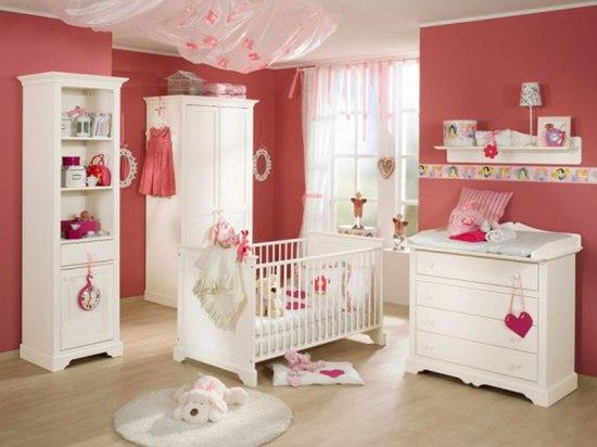 Белая корпусная мебель для ребенка