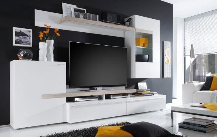 Белая красивая корпусная мебель в зал