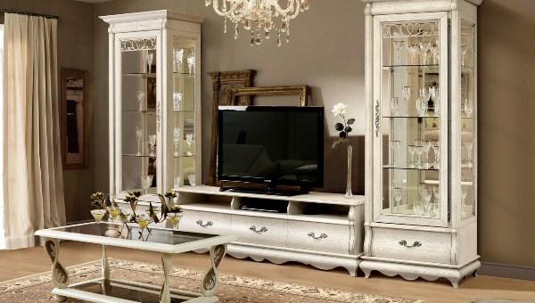 Белая красивая мебель для зала