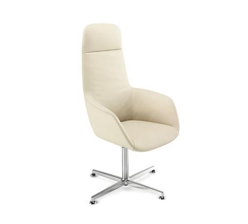 Белое удобное кресло