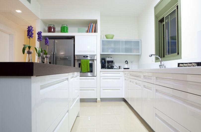 Белоснежная красивая кухня