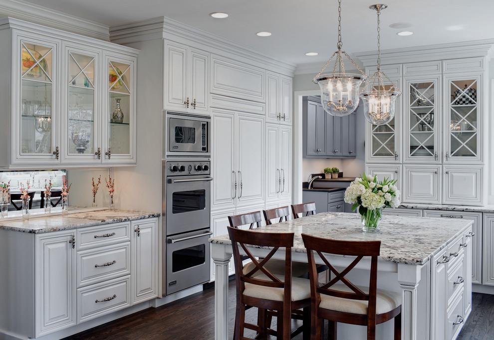 Белые фасады на кухне