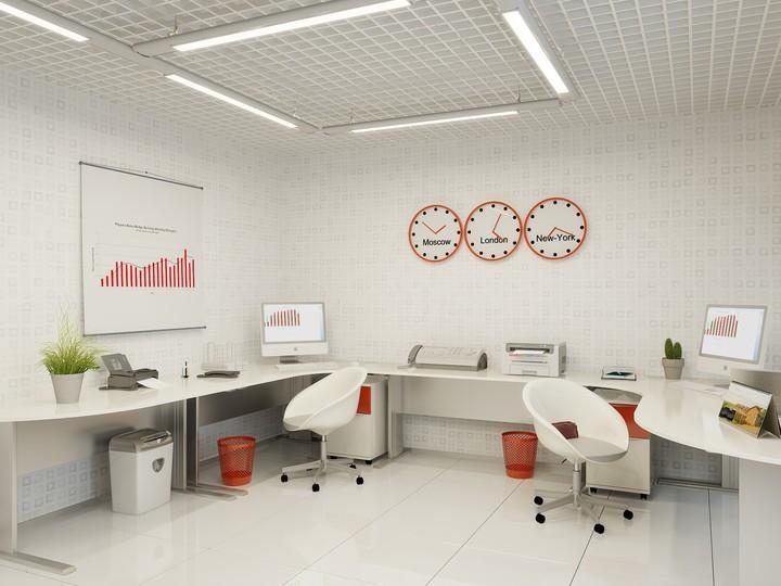 Белые стены и красные элементы декора
