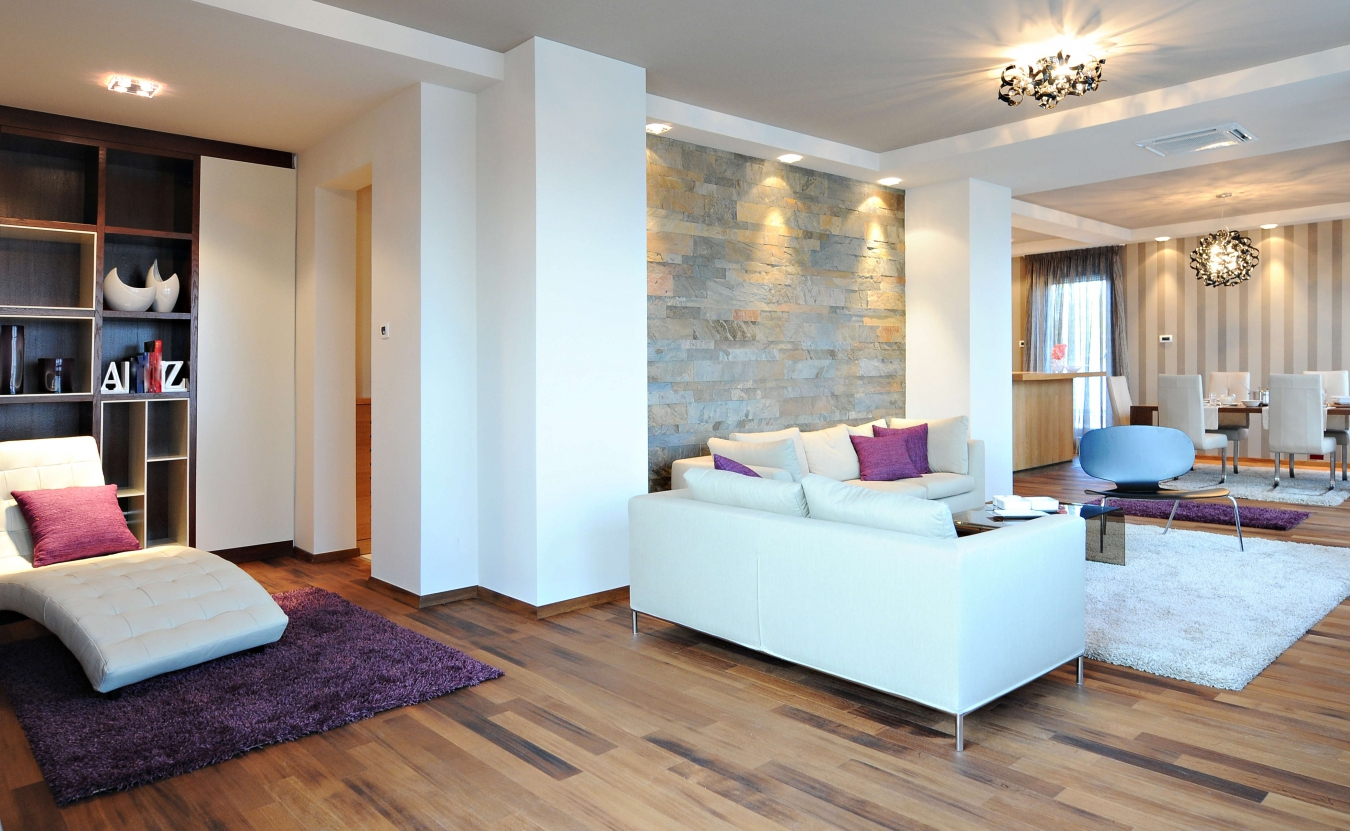 Белый диван в однокомнатной квартире