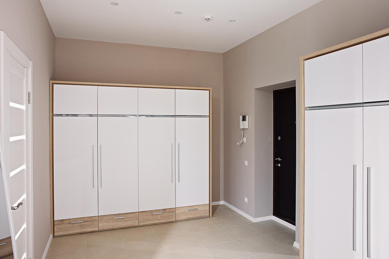 Белый шкаф в дизайне квартиры