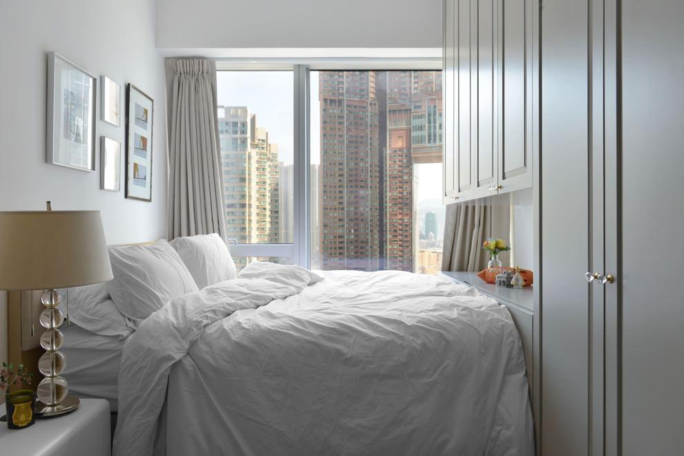 Большая кровать в спальне