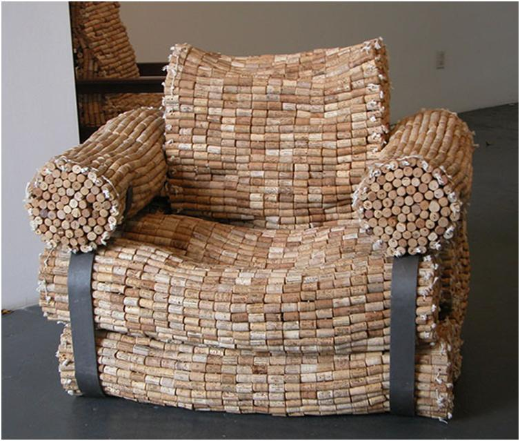 Большое оригинальное кресло