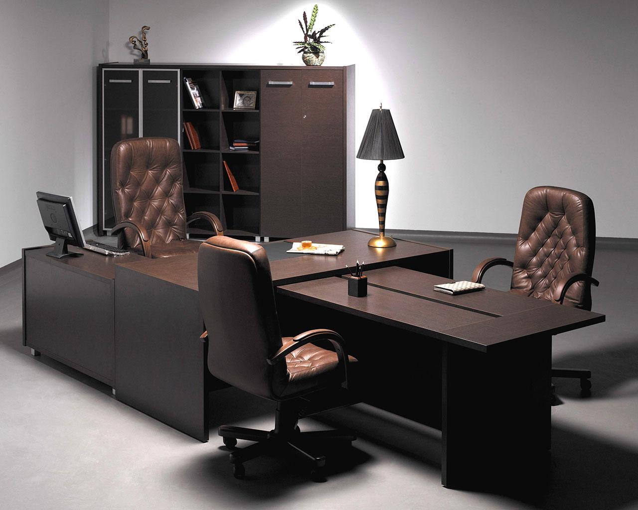 Большой длинный стол для кабинета