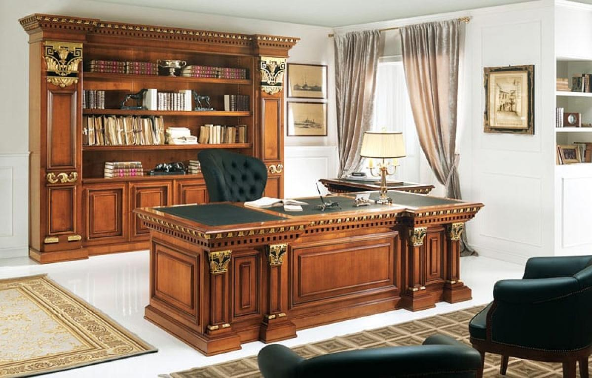 Большой красивый стол с изящным дизайном