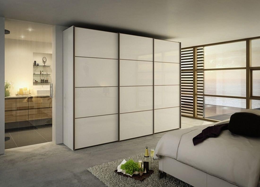Большой плюс корпусного шкафа заключается в том, что он может менять свое место расположение