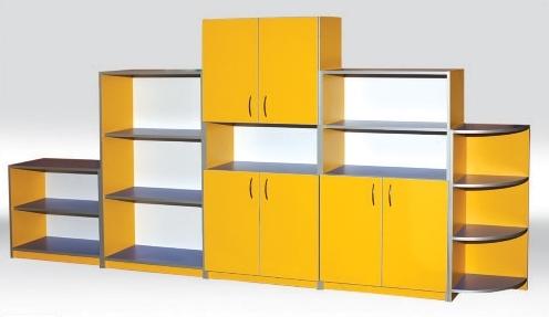 Большой шкаф желтого цвета