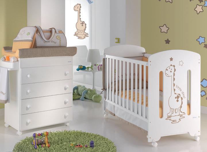 Деревянная кроватка для ребенка