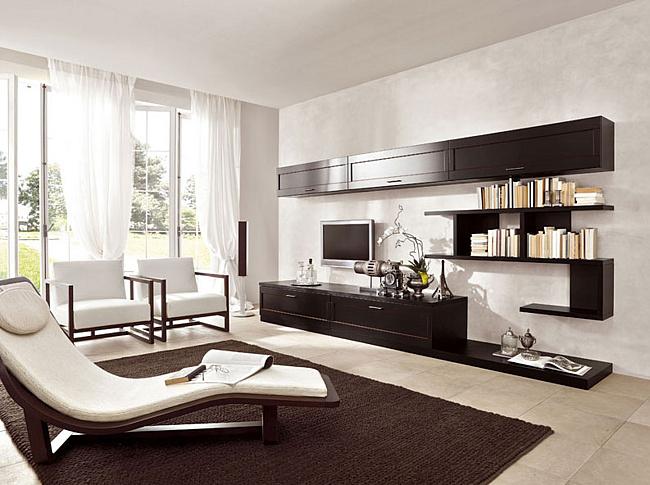 Деревянные предметы мебели коричневого цвета