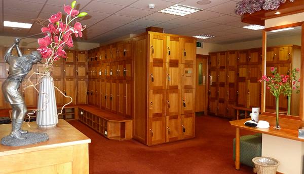 Деревянные шкафчики