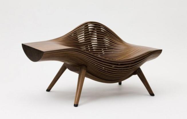 Деревянный красивый стул