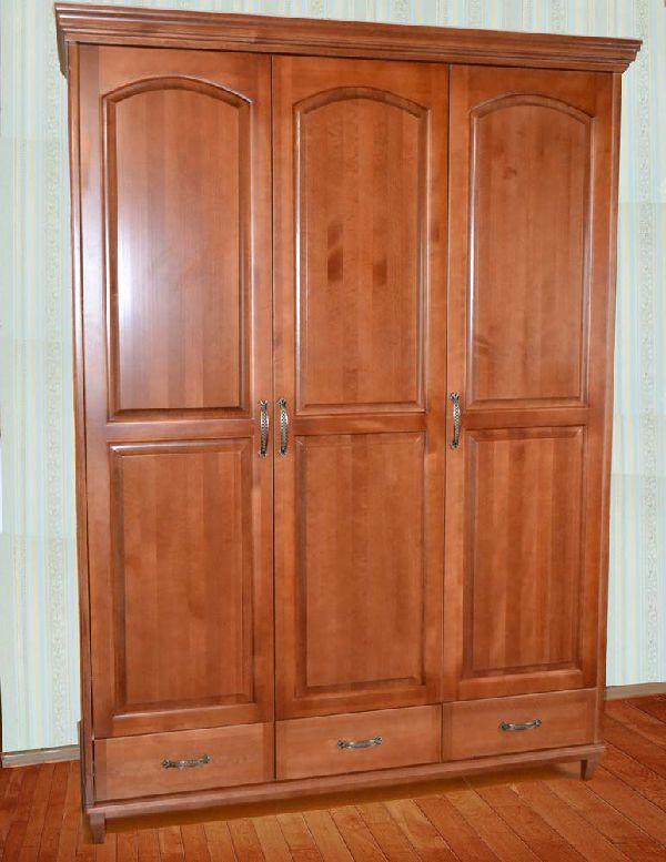 Деревянный шкаф трёхстворчатый
