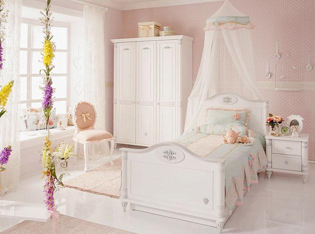 Детская комната в белых нейтральных тонах