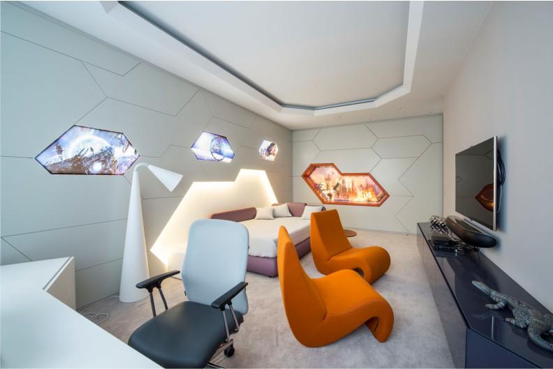 Двухуровневый потолок в интерьере