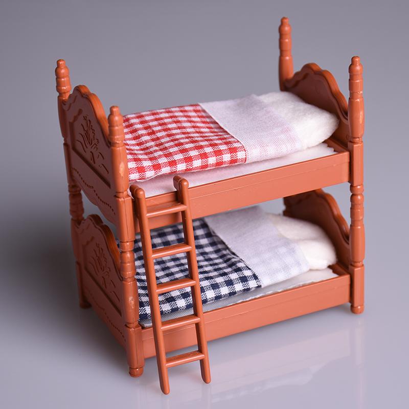Двухъярусная кровать для игр ребенка