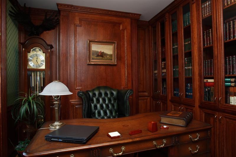 Элегантная классика в интерьере кабинета