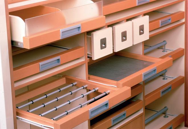 Если помещение не слишком велико, можно выбрать угловой шкаф-купе