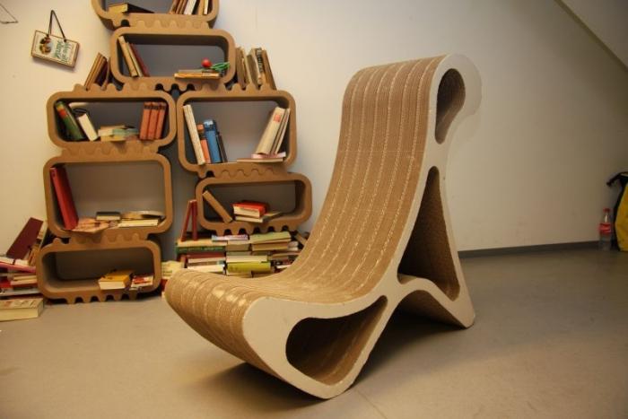 Фигурный красивый стул для дома