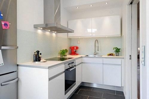 Г-образная мебель на маленькой кухне