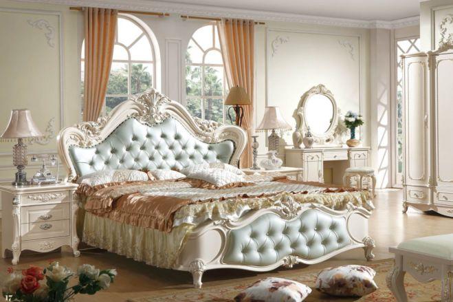 Голубая стеганая кровать