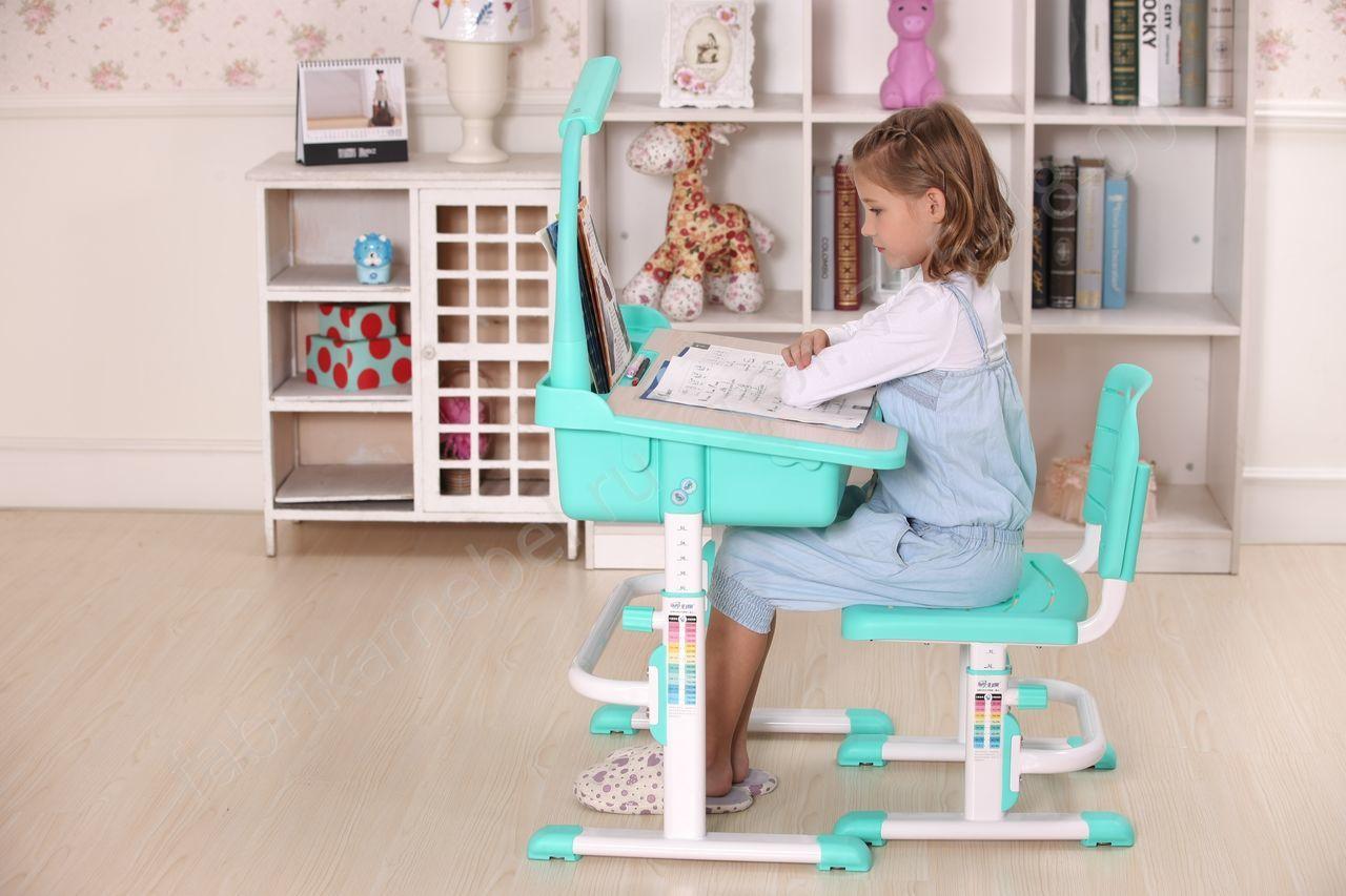 Голубая удобная мебель для рабочего места ребенка
